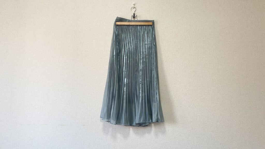 スナイデルのプリーツスカート